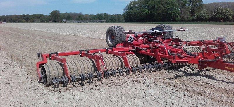 Concord roller met egalisatiebord, 8,3 m. breed